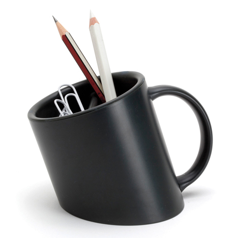 dezeen_titanic-pencil_cup_luka_or_black_3sq